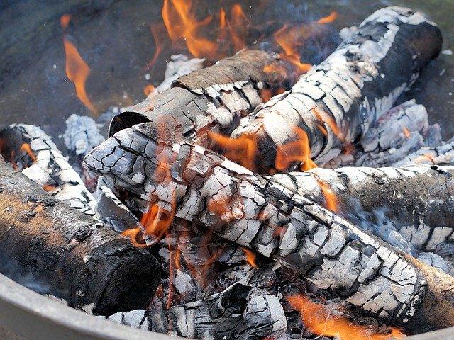 バーベキュー初心者は練習を!火起こしや肉の焼き方を紹介