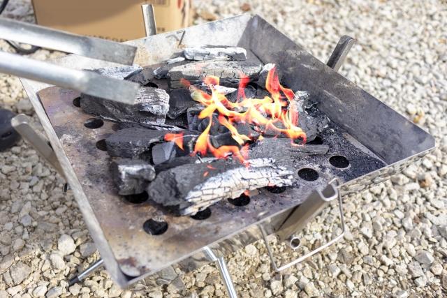 炭を燃やしているところ