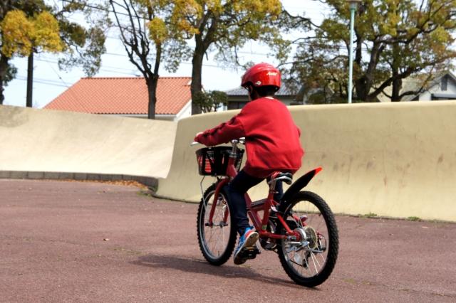サイクリングをしている人