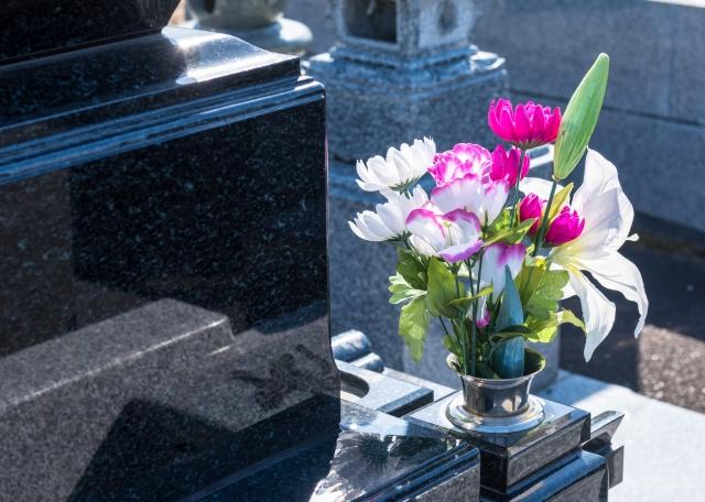 結婚前にお墓参りに誘われた!正しいマナーと彼氏の家族との接し方