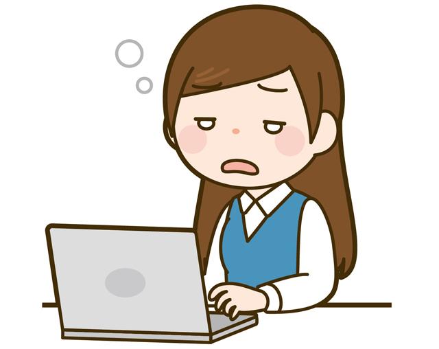 パソコンで作業している眠そうな女性