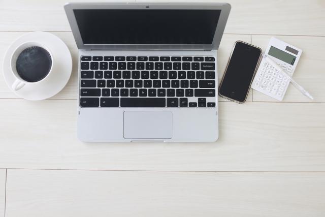 MacBookとスマホ